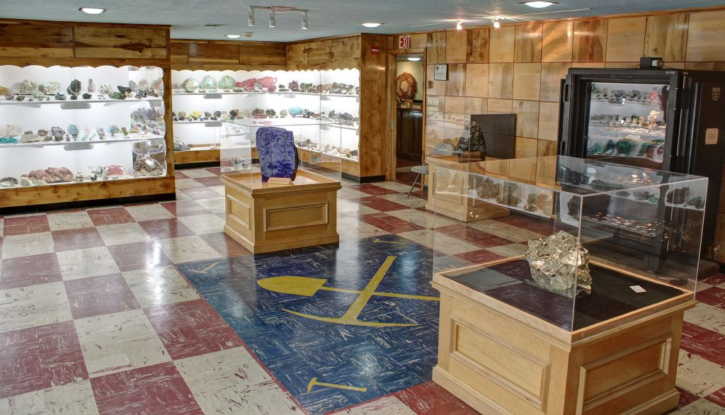 Main Gallery at the Rice Northwest Rock and Mineral Museum.